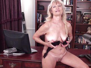 Бесплатное порно со зрелыми волосатыми женщинами